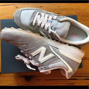 New Balance 696 sneakers